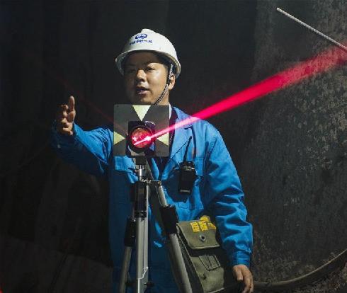 在隧道中进行精密测量
