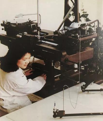上世纪八十年代,技术人员利用传统模拟测绘设备制图