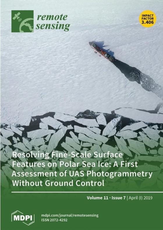 """《遥感》封面:""""极鹰III号""""拍摄的海冰影像"""