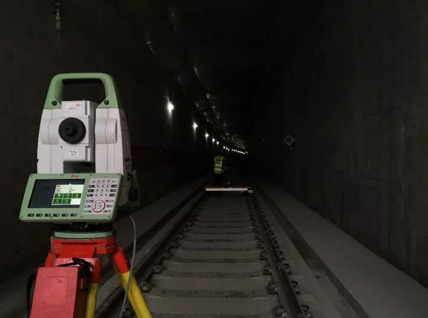 手动照准困难的昏暗隧道环境设站
